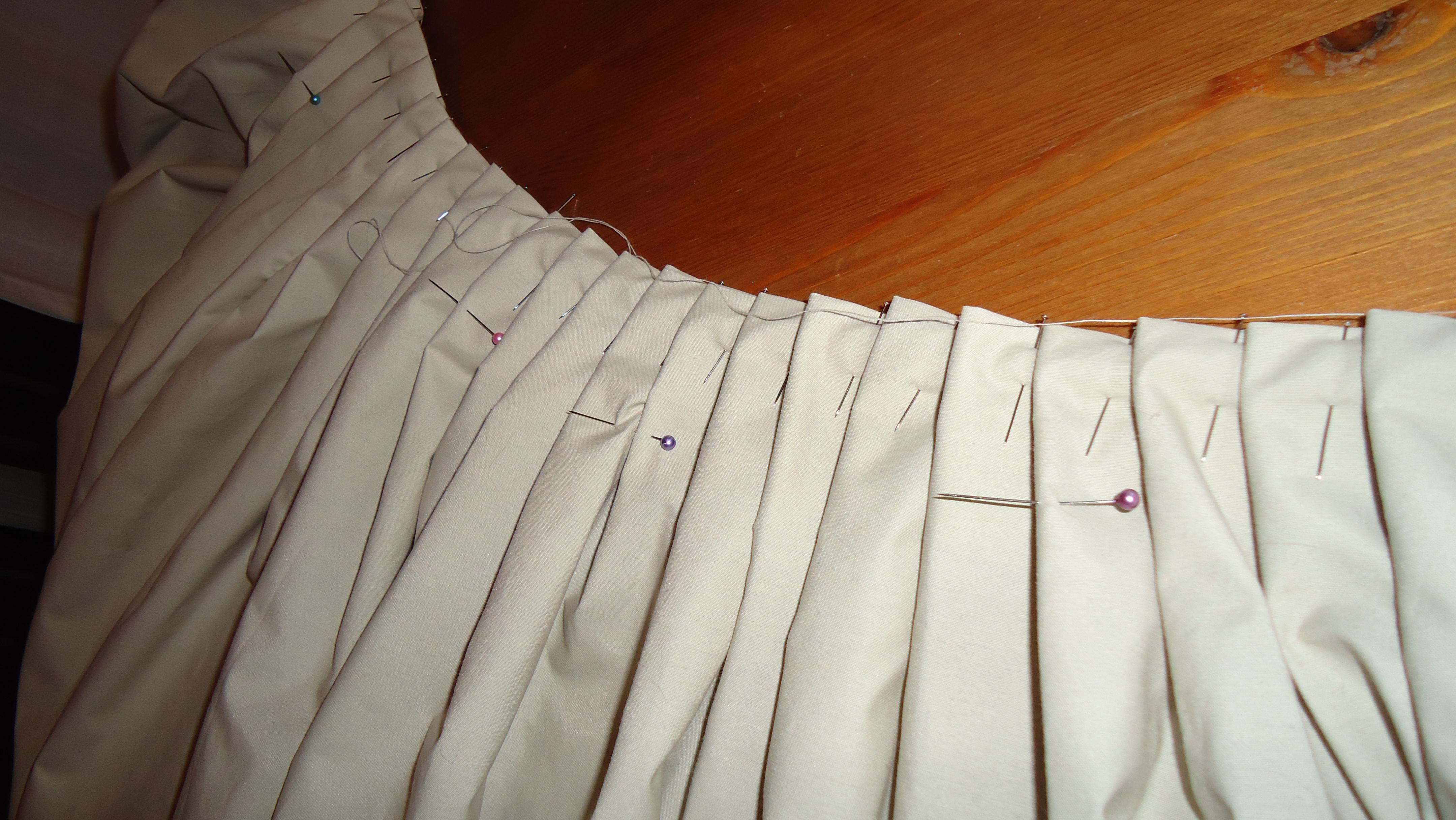 Tutoriel une robe pour c l brer le printemps 39 tites mains - Comment faire des rideaux a plis francais ...